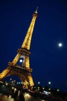 eiffel tower fool moon night shot