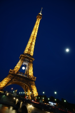 eiffel tower fool moon night shot