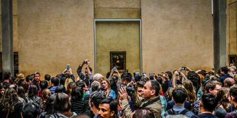 selfie mayhem with the mona lisa