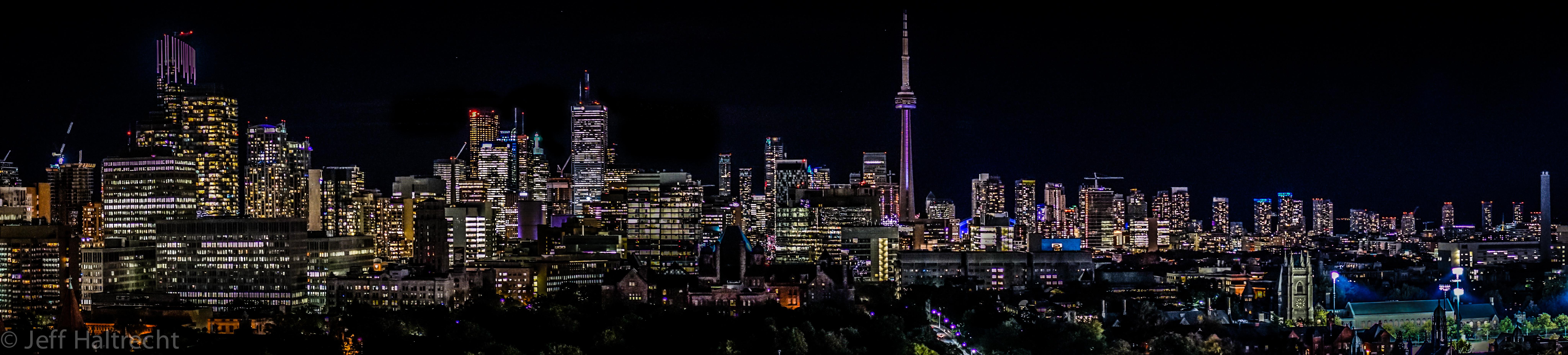 Nightime panorama toronto skyline park hyatt
